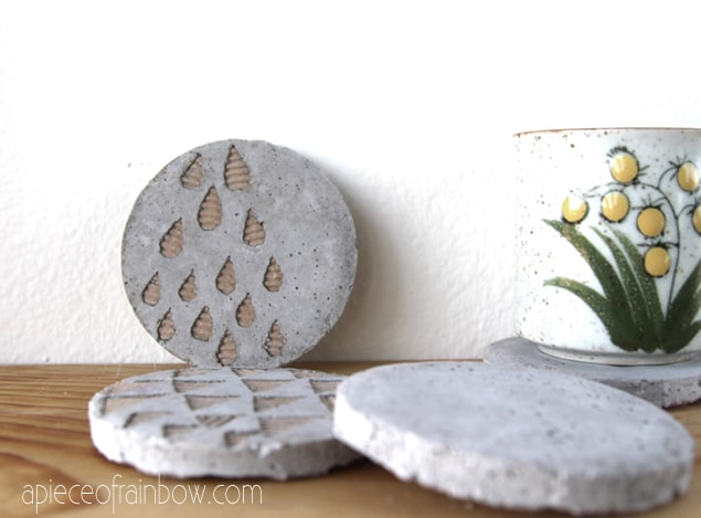 DIY Concrete Coaster Tutorials by apieceofrainbow.com Love this!