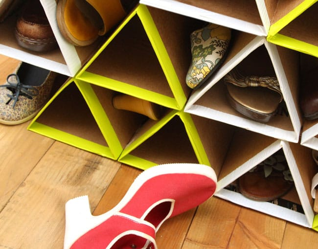 Super space saving diy shoe rack for 0 a piece of - Como hacer un organizador de zapatos casero ...