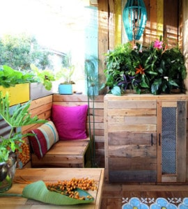 Dramatic patio makeover! Lots of patio design ideas and tutorials from DIY pallet furniture, beautiful DIY planters, bohemian decor to renter friendly tips! - A Piece of Rainbow