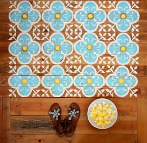 DIY Stenciled Pallet Wood Floor / Doormat