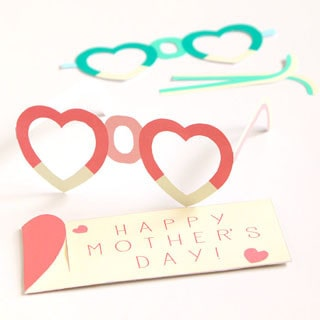 Free Printable MOM Glasses and gift pouches: easy fun paper craft, wear them for Mother's Day or mom's birthday for a happy celebration | A Piece Of Rainbow