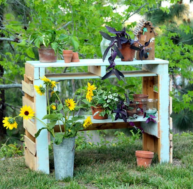 diy-pallet-potting-bench-apieceofrainbowblog (1)