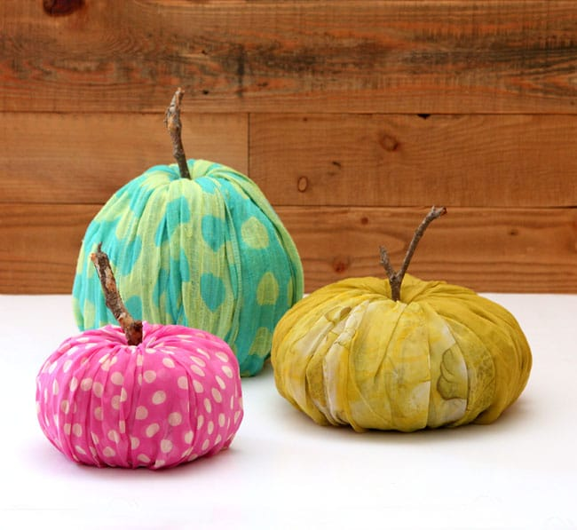 How to re-purpose toilet paper into glorious fall pumpkin decorations in just minutes! These pumpkins are no cost, no waste, and they need no storage!