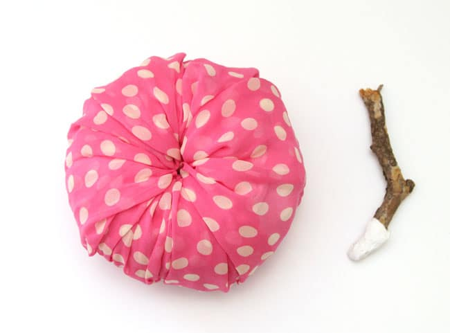 instant-fabric-pumpkin-decoration-apieceofrainbowblog (3)