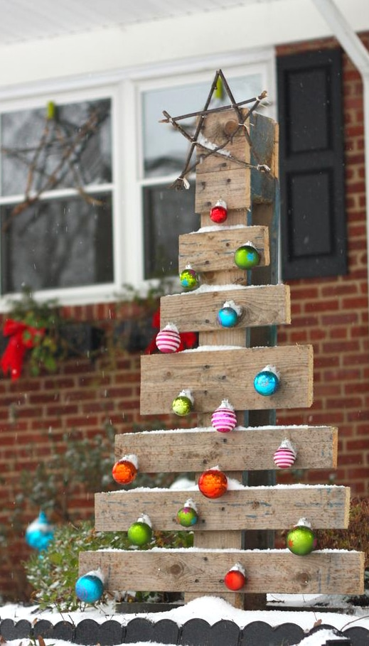 Pallet Christmas trees for outdoor decorations.