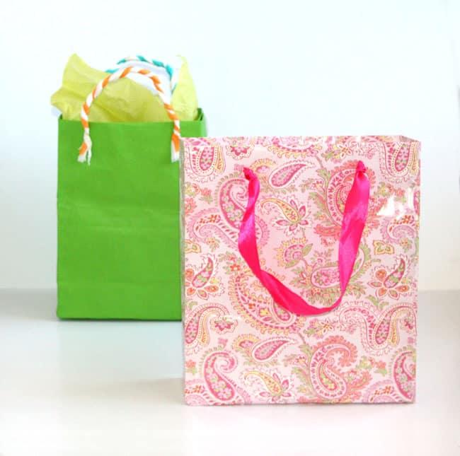 turn-gift-wrap-to-gift-bags-apieceofrainbowblog (1)