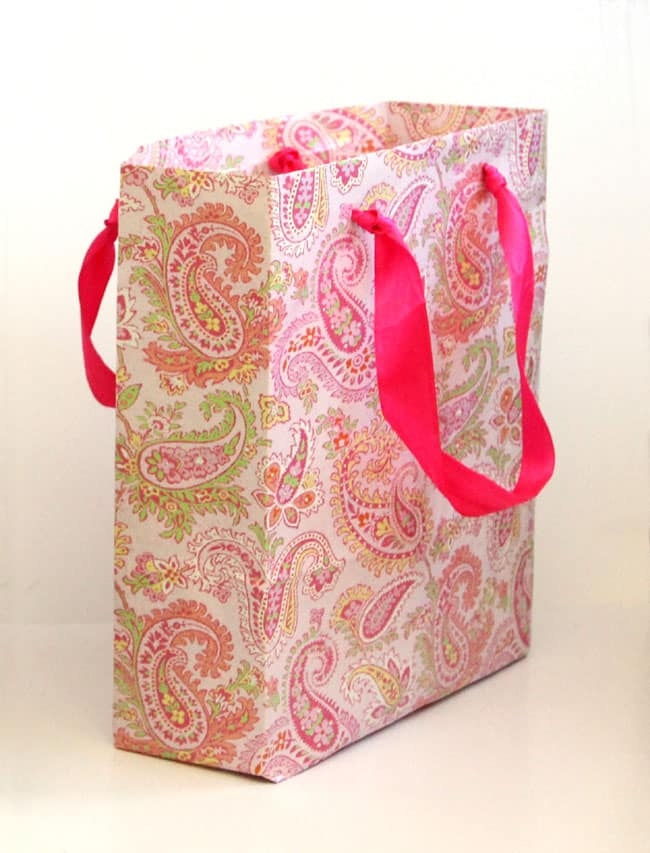 turn-gift-wrap-to-gift-bags-apieceofrainbowblog (14)