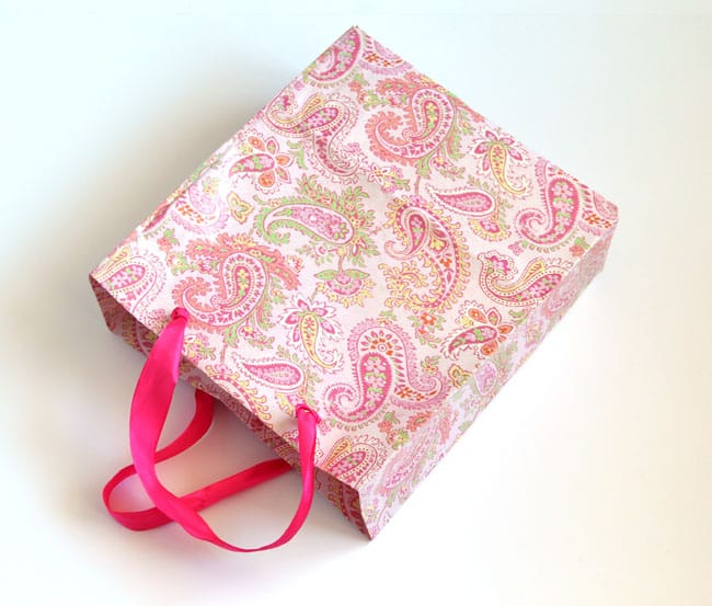 turn-gift-wrap-to-gift-bags-apieceofrainbowblog (6)