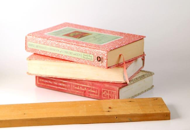 upcycled-books-wall-shelf-apieceofrainbow (5)