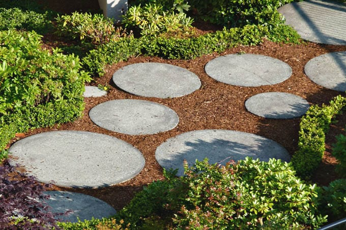 25-DIY-Garden-Paths-apieceofrainbowBlog (2)