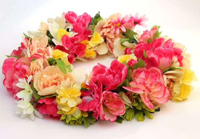 Make a 344 flower wreath for 15 a piece of rainbow diy flower wreath apieceofrainbowblog 2 mightylinksfo