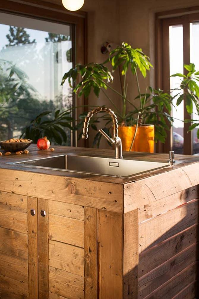 pallet kitchen island DIY