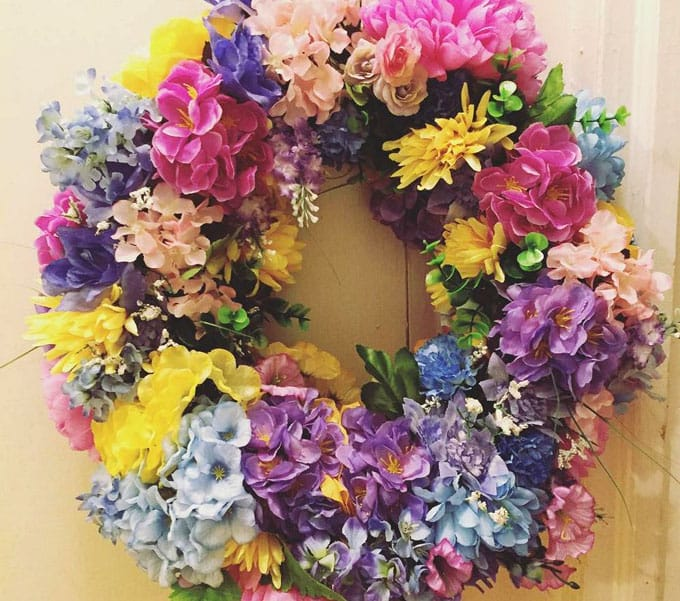 how to make a flower wreath from pinecones