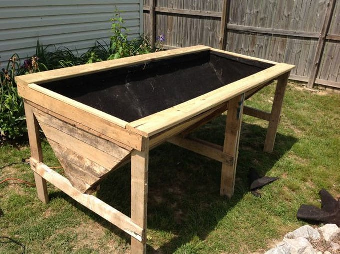 20 amazing diy raised bed gardens a piece of rainbow for Pretty raised beds