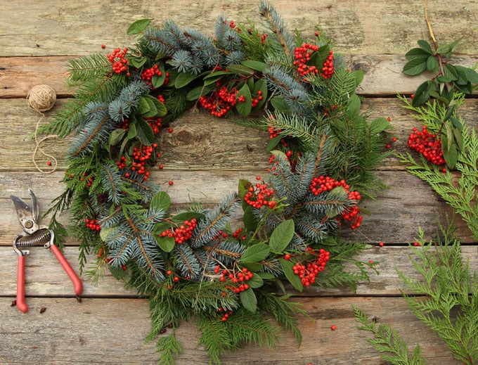 diy-fresh-christmas-wreath-apieceofrainbow-11