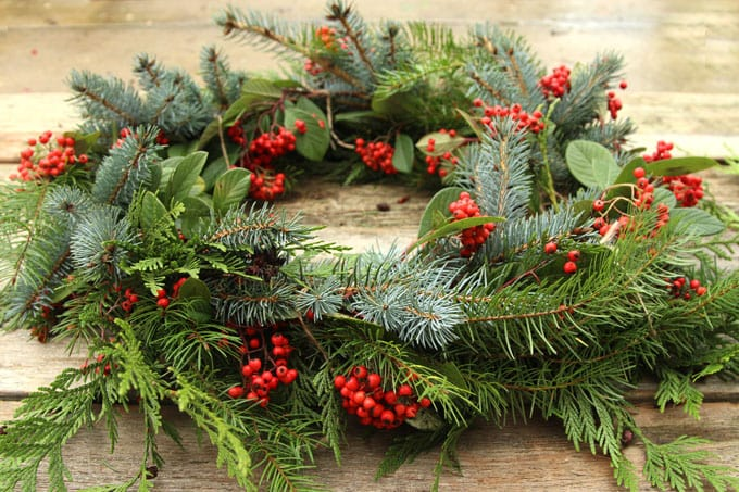 diy-fresh-christmas-wreath-apieceofrainbow-13