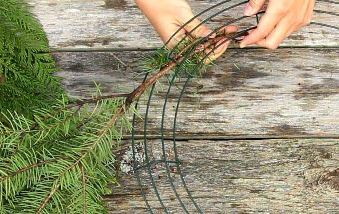 diy-fresh-christmas-wreath-apieceofrainbow-14