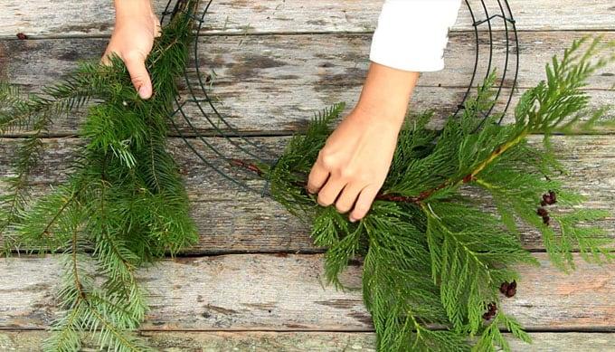 diy-fresh-christmas-wreath-apieceofrainbow-15