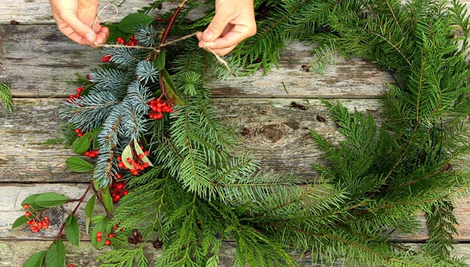 diy-fresh-christmas-wreath-apieceofrainbow-16