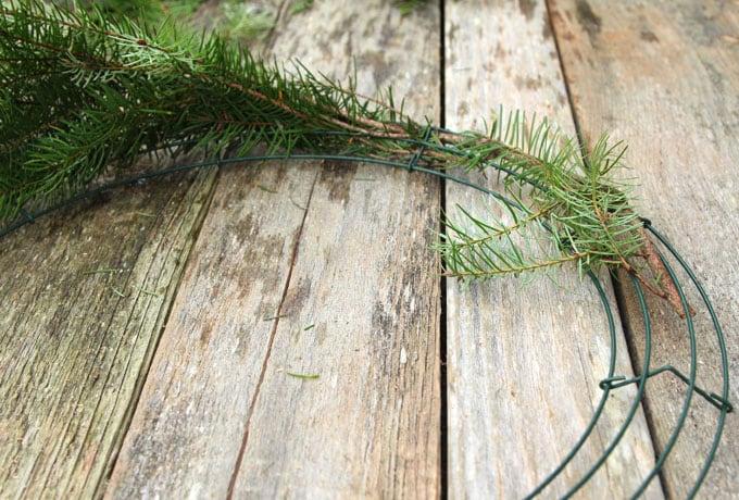 diy-fresh-christmas-wreath-apieceofrainbow-4