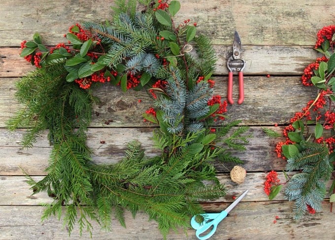 diy-fresh-christmas-wreath-apieceofrainbow-9