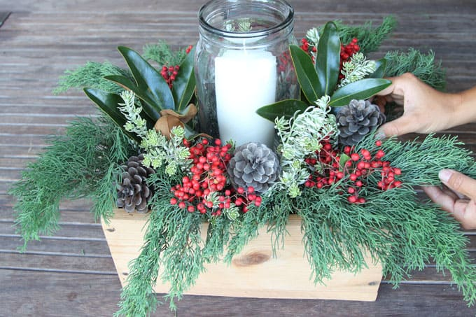 Diy christmas table decorations easy centerpiece in 10 minutes a you may also love 27 stunning and easy diy centerpieces for christmas and beyond solutioingenieria Images
