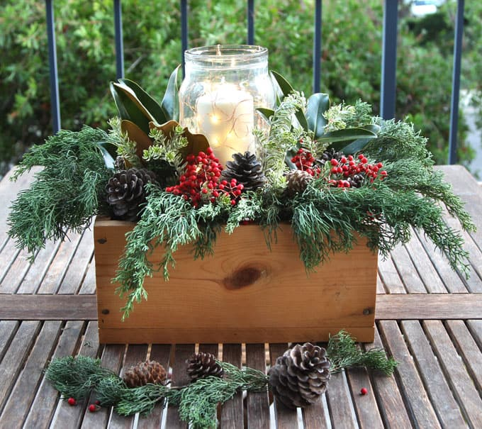 Xmas Table Centerpieces Ideas: DIY Christmas Table Decorations: Easy Centerpiece In 10