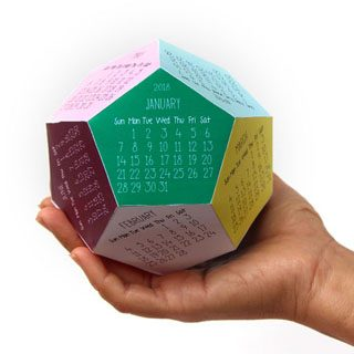 Make a unique 3d 2018 calendar from 2 piece of paper! Great as a desktop calendar or a fun gift! Free printable template at A Piece of Rainbow.