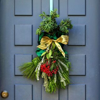 Make a gorgeous Christmas swag for free in 10 minutes! Perfect Christmas decoration for doors, walls, mailboxes, and stair railings. Easier than a wreath! A Piece of Rainbow