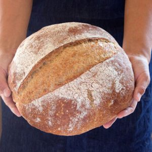 Amazing no knead bread recipe with video tutorial! This SUPER flavorful homemade bread requires 1 bowl, 4 ingredients and no work. Gorgeous crust and moist crumb! Variations of traditional white bread and healthy whole grain bread recipes included. - A Piece of Rainbow