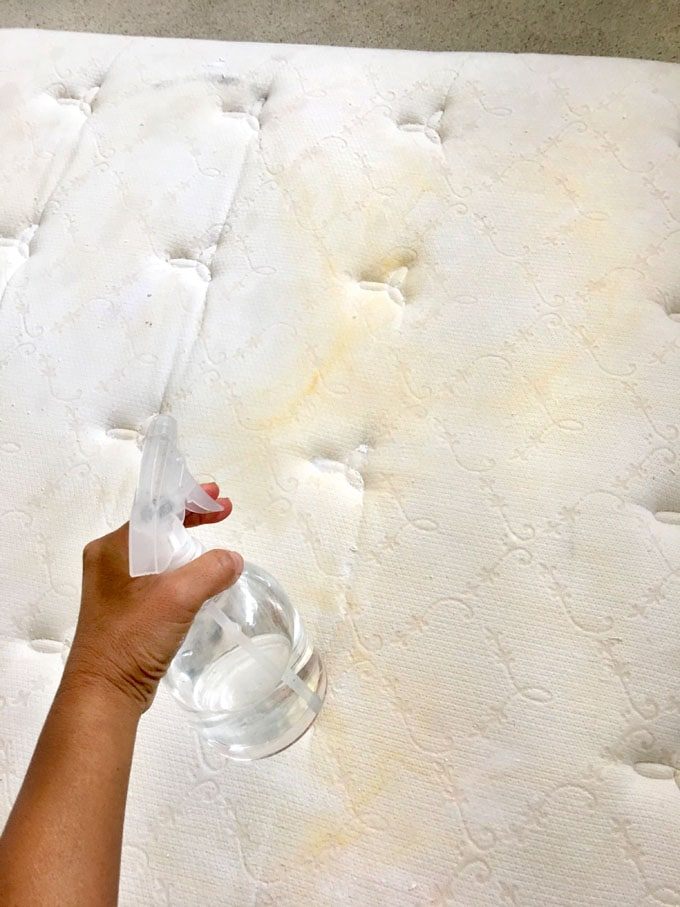 how to clean mattress stains with vinegar