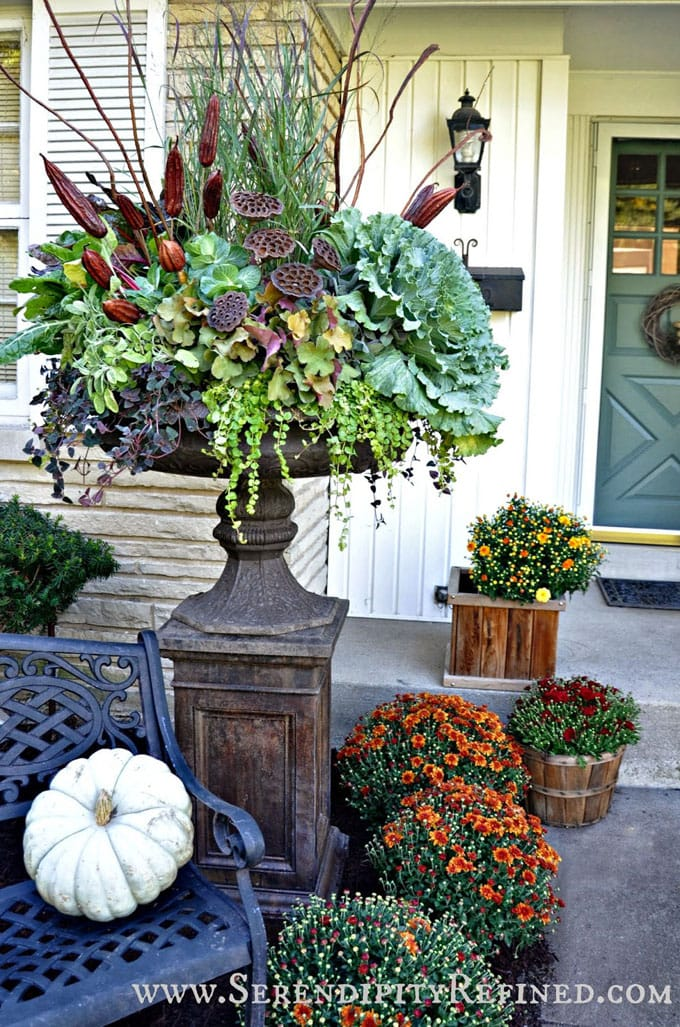 gorgeous front porch fall planters for Thanksgiving & fall decorations