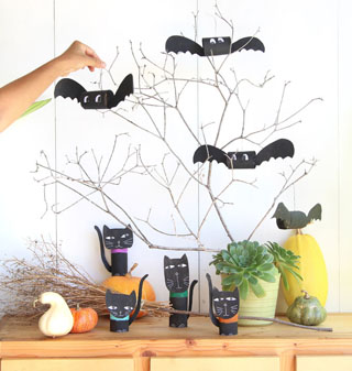 Make magical DIY Halloween bats in 5 minutes for FREE! Great in Halloween decorations like centerpieces, wreaths, garlands, & perfect kids Halloween crafts!