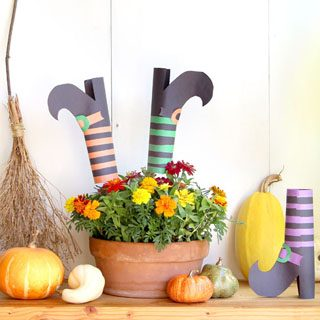 Easy DIY witches shoes with free printable templates! Awesome as witches legs Halloween decorations, wreaths, centerpiece, & kids friendly Halloween crafts!