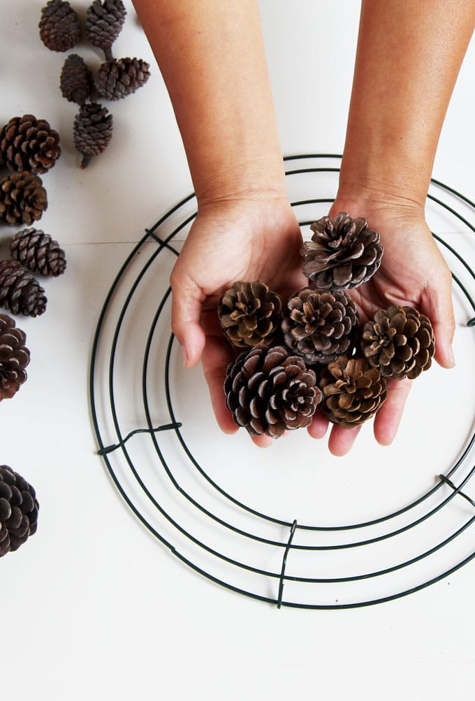 Beautiful Fast Easy Diy Pinecone Wreath Improved Version
