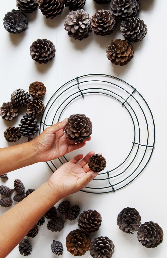 Materials to make an easy DIY pinecone wreath
