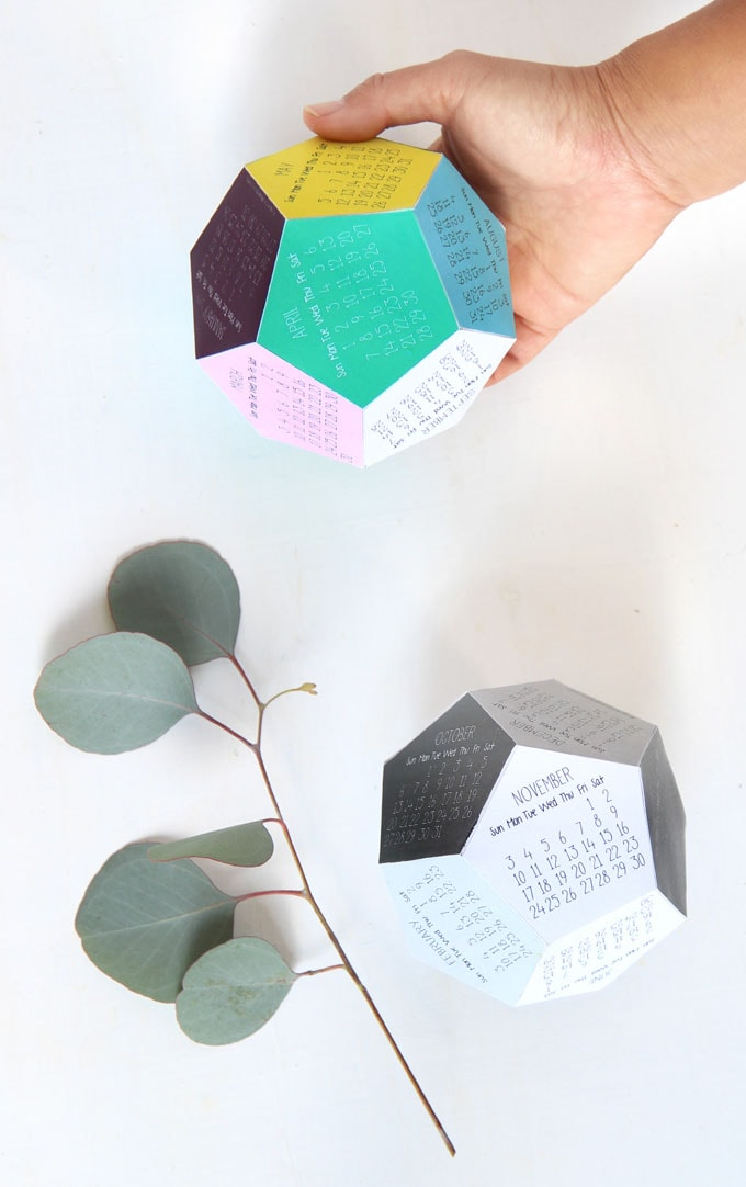 Easy DIY unique 3D 2019 calendar from 2 pieces of paper! Stylish desktop calendar or a great gift! Download free printable template at A Piece of Rainbow! #2019 #calendar #calendars #2019calendar #planner #modern #3D #printable #freeprintables #printables #geometric #unique #beautiful