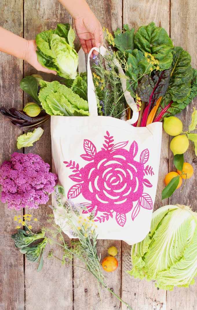 DIY a blank canvas tote bag into a beautiful gift! Download free floral design & learn to use Cricut Easypress & iron-on vinyl to customize fabrics easily. - A Piece of Rainbow