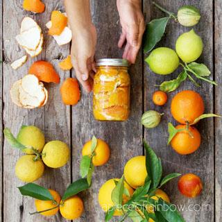 Easy & effective DIY citrus cleaner: great all purpose green cleaning spray for kitchen & bathroom sinks, windows, tub, tiles, floor, fridge, oven & more!