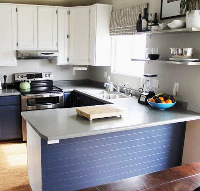 paint kitchen cabinets to white and navy blue