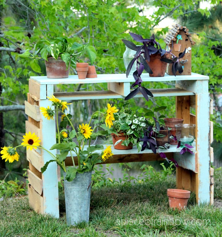 Make a colorful pallet potting bench for the garden