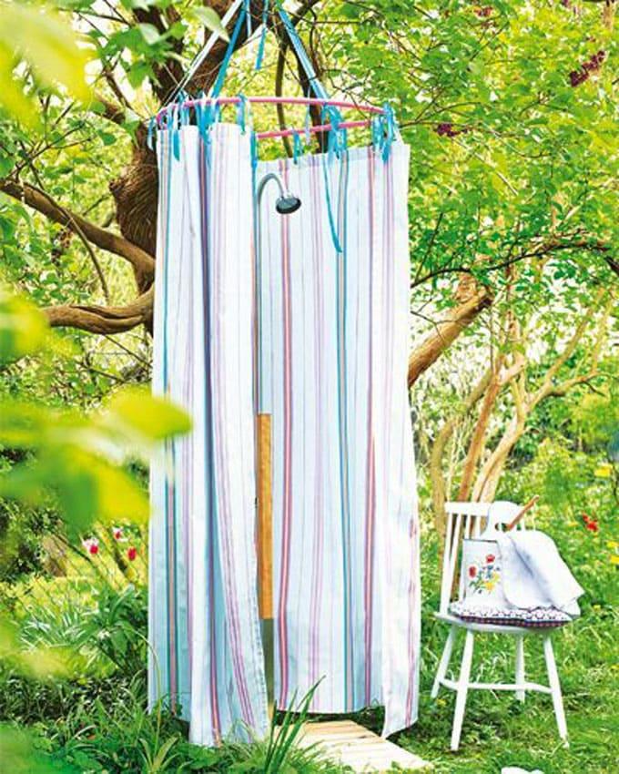 Hula Hoop DIY Outdoor Shower Ideas