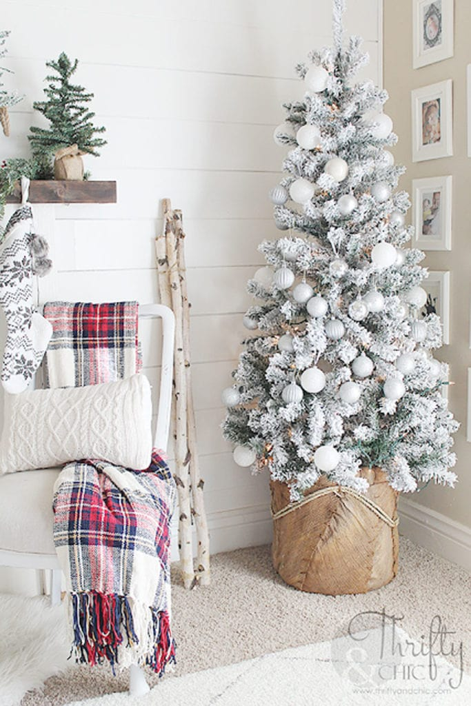 how to decorate snow flocked Christmas tree