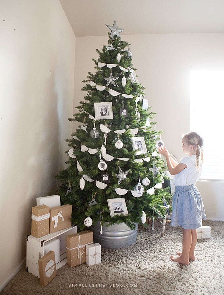 simple and natural Christmas tree decorating