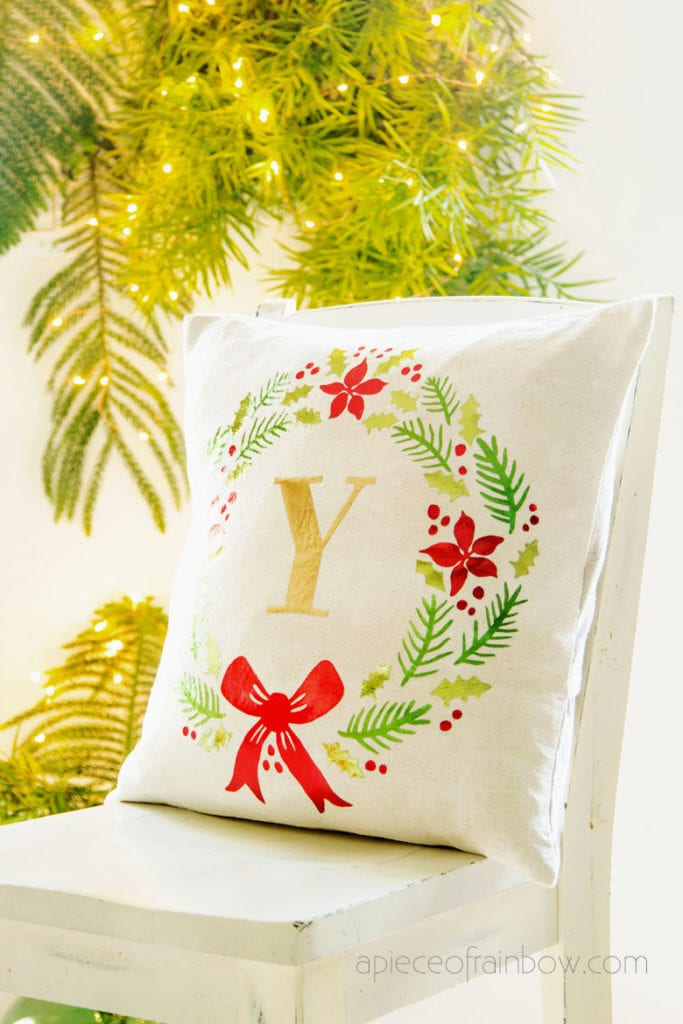 DIY farmhouse pillow Christmas decorations
