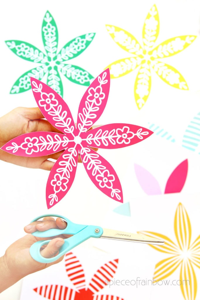 cut free designs to make paper Christmas ornaments