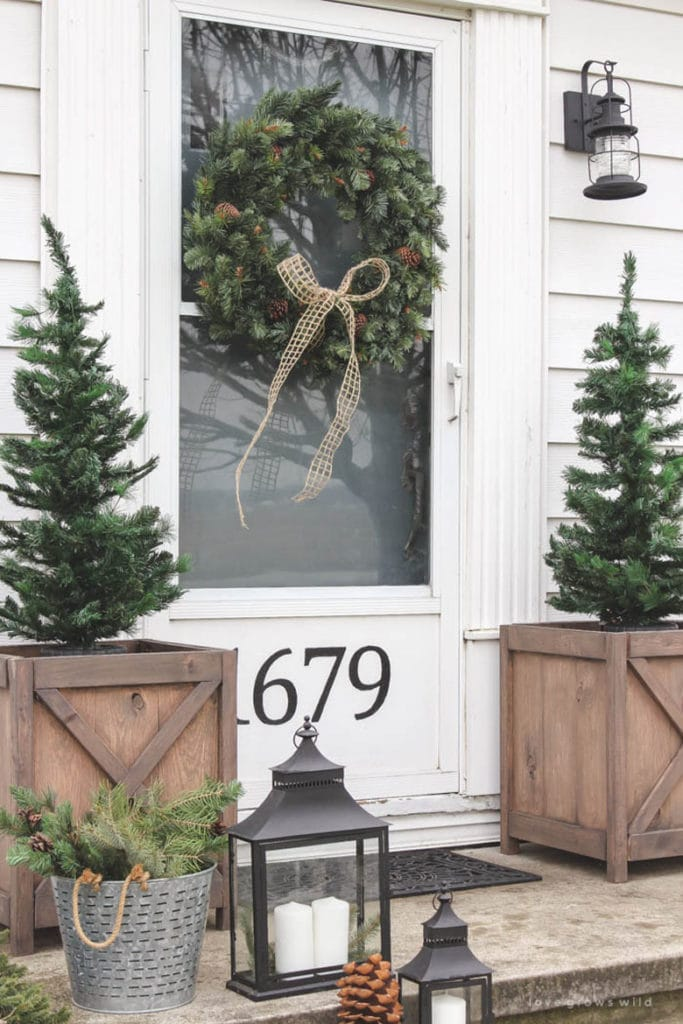 fixer upper Farmhouse outdoor Christmas decoration ideas