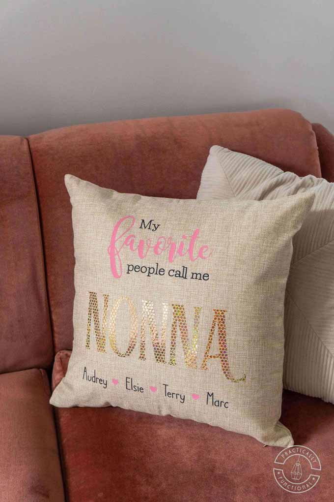 make Christmas pillows