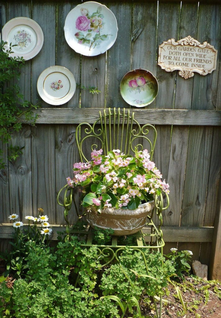 vintage garden fence decorating ideas