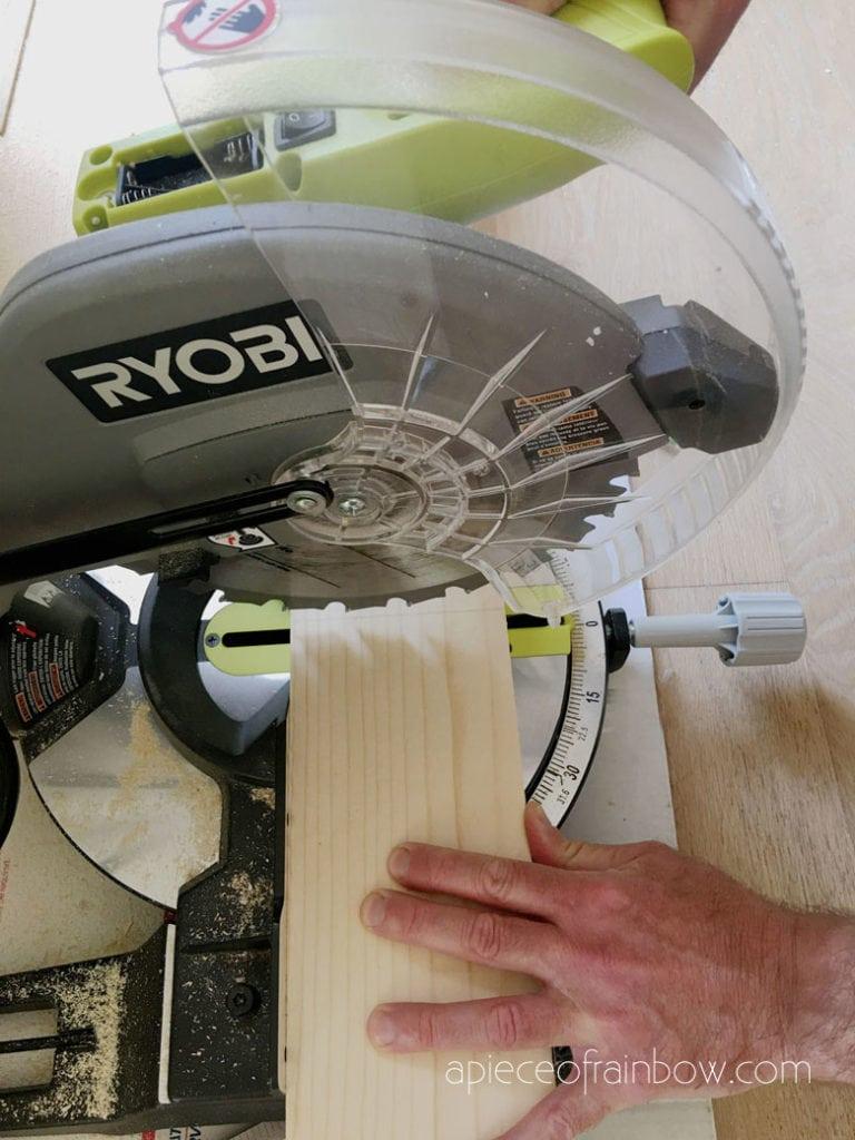 cut wood using miter saw